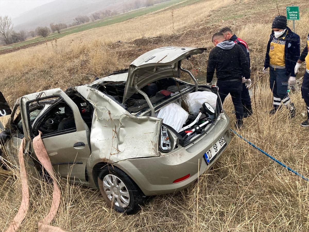Kayseri'de sulama kanalına otomobil devrildi: 4 ölü - Kayseri - Kayseri  Canlı Gaste