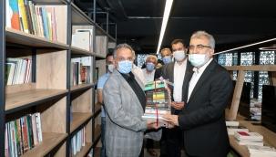 Talas Haberi: Talas'ın 7/24 Kütüphanesine ilk kitap bağışı Taner Yıldız'dan
