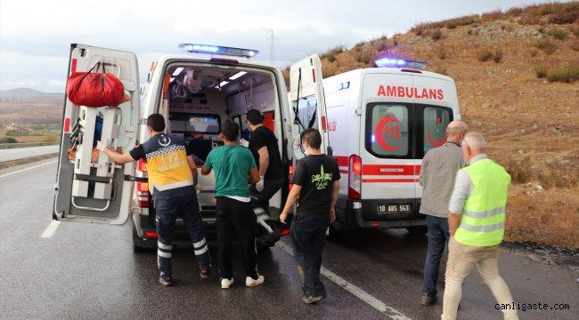 Balıkesir'de dere yatağına devrilen otomobildeki 2 çocuk öldü, 3 kişi yaralandı