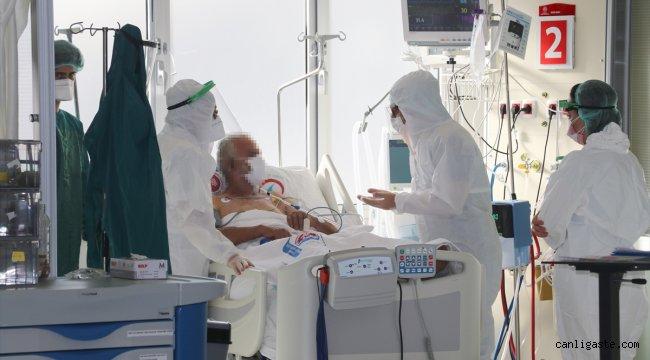 DOKTORLAR KOVİD-19'LA SAVAŞI ANLATIYOR - Doğumu yaklaşan eşini evde bırakıp hastalarına şifa olmaya koştu
