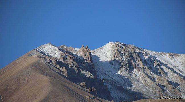 Erciyes Dağı'na kar yağdı!