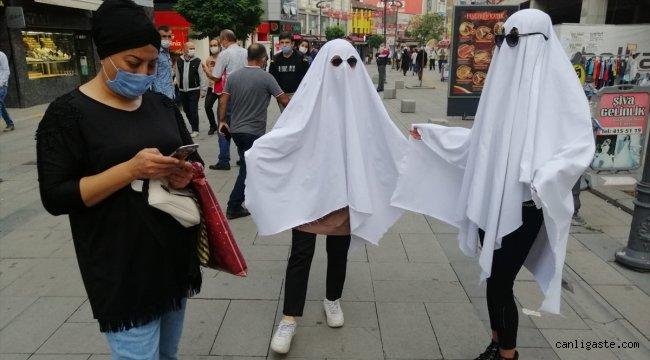 """Karabük'te """"hayalet"""" kostümüyle Kovid-19 uyarısı yapıldı"""