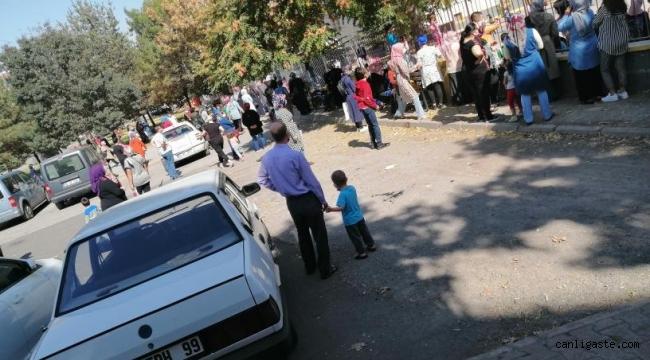 Kayseri'de okul çıkışında öğrenciler değil, veliler sınıfta kaldı!
