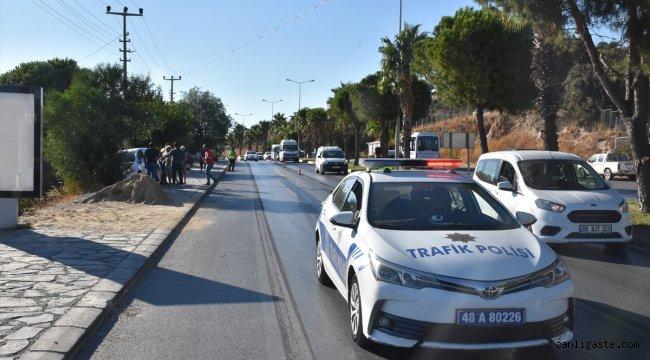 Muğla'da yağ dökülen yolda araçlar kontrolden çıktı: 2 yaralı