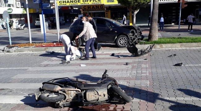 Alanya'da otomobil motosiklete ve yayaya çarptı: 2 yaralı