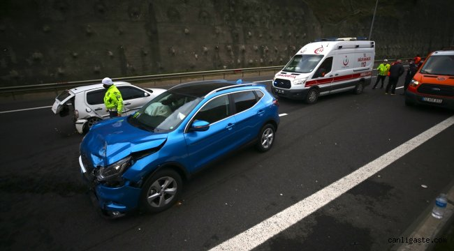 Anadolu Otoyolu'nda cip ile otomobil çarpıştı: 3 yaralı
