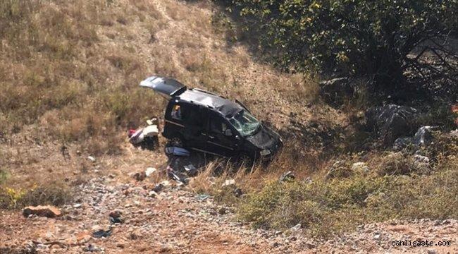 Antalya'da otomobil uçuruma yuvarlandı: 4 yaralı