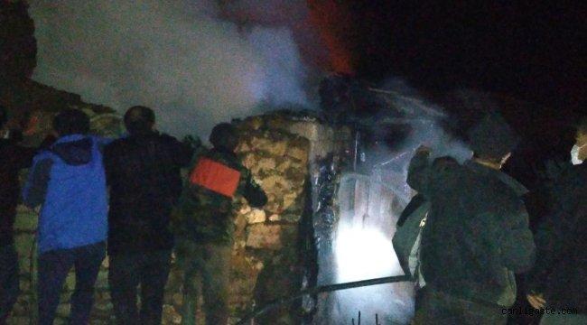 Balıkesir'de çıkan yangında 5 ev kullanılamaz hale geldi