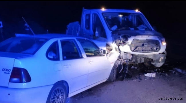 Burdur'da otomobil ile kamyonet çarpıştı: 6 yaralı