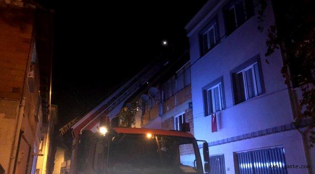 Bursa'da bir itfaiyeci müdahale ettikleri yanan evin ikinci katından düştü