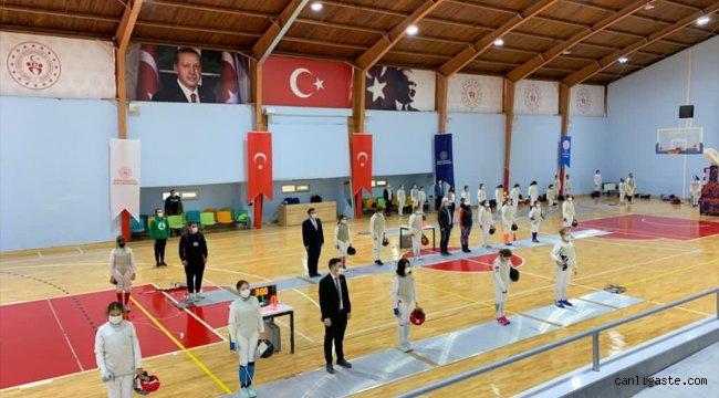 Bursa'da düzenlenen 14 Yaş Altı Flöre Açık Turnuvası sona erdi