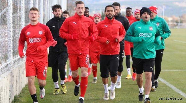 Demir Grup Sivasspor'da, Karabağ maçı hazırlıkları