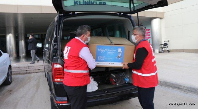Düzce'de tüm birikimiyle aldığı 5 solunum cihazını Türk Kızılay aracılığıyla hastaneye bağışladı