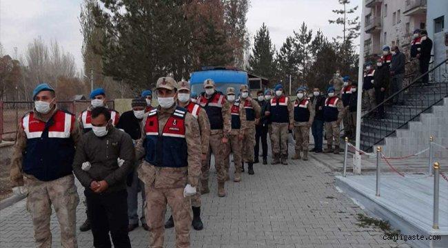 Erzurum'da uyuşturucu ve silah kaçakçılığı yaptığı iddia edilen 10 zanlı tutuklandı