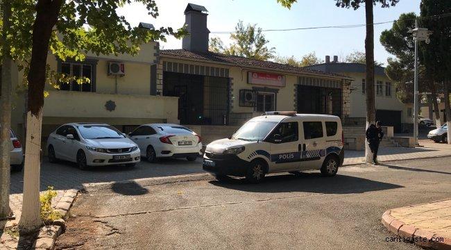 Gaziantep Adli Tıp Kurumuna taşlı saldırı güvenlik kamerasında