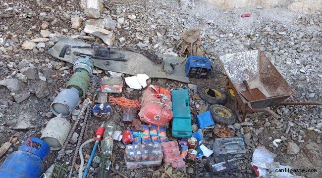 Irak'ın kuzeyindeki sığınak ve mağaralarda çok sayıda silah ve mühimmat ele geçirildi
