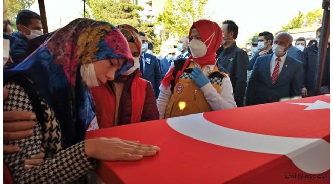 Irak sınır hattında şehit olan uzman çavuşun cenazesi memleketi Osmaniye'de defnedildi