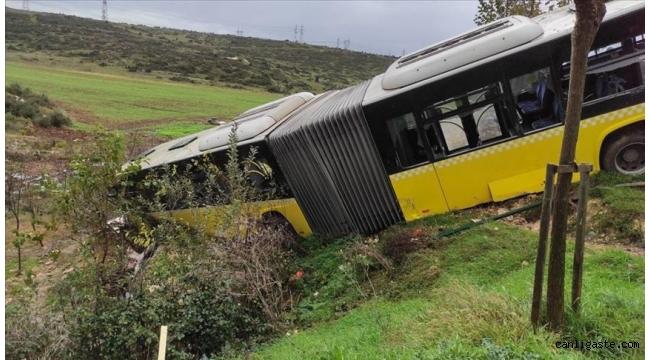İstanbul Başakşehir'de İETT otobüsü devrildi
