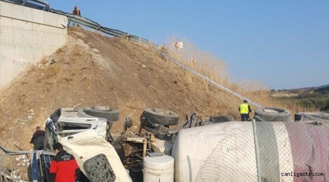 İzmir'de devrilen beton mikserinin sürücüsü hayatını kaybetti