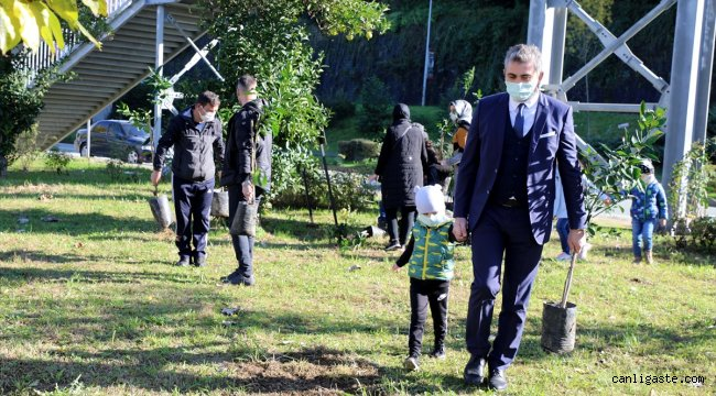 İzmir depreminde ölenler anısına Rize'de fidan dikildi