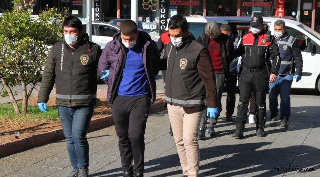 Kahramanmaraş'ta haklarında kesinleşmiş hapis cezası bulunan 4 kişi aynı evde yakalandı