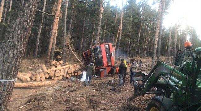 Kars'ta freni patlayan kamyondan atlayan sürücüsü tomruk altında kalarak öldü