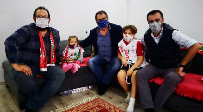 Karşıyaka Spor Kulübü Başkanı Turgay Büyükkarcı'dan minik Ayda'ya ziyaret