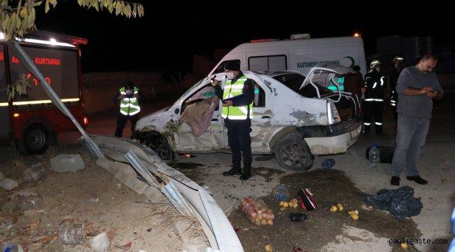 Kastamonu'da otomobil bariyerlere çarptı: 1 ölü, 2 yaralı