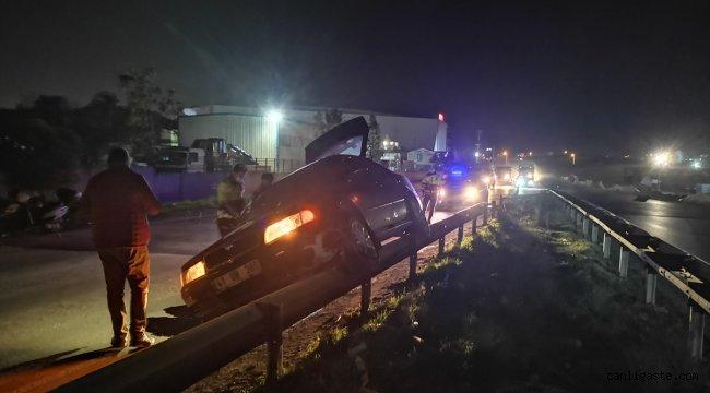 Kocaeli'de kontrolden çıkarak bariyerlerde asılı kalan otomobilin sürücüsü yaralandı