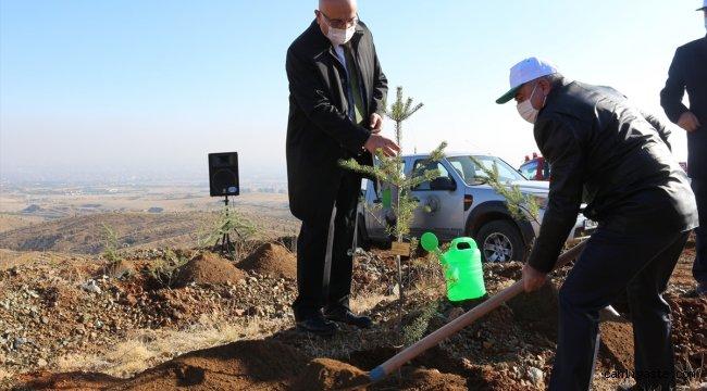 Konya'da öğretmenler için oluşturulan hatıra ormanına ilk fidanlar dikildi