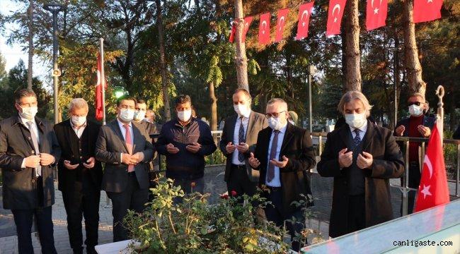 Kültür ve Turizm Bakan Yardımcısı Demircan, şehit Ömer Halisdemir'in kabrini ziyaret etti