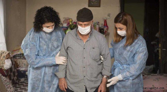 Mersin'de yatalak adam fizik tedaviyle yeniden yürümenin sevincini yaşıyor