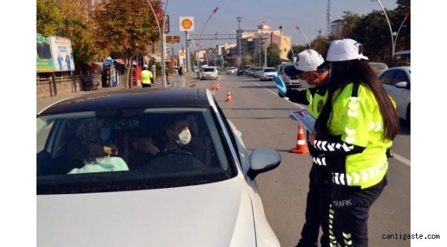 Muş'ta emniyet kemeri takanlara polis teşekkür etti