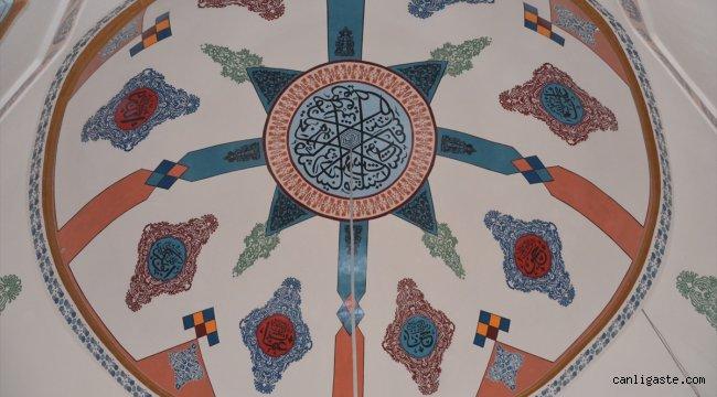 Restore edilen 600 yıllık caminin nakkaş işleri bitti