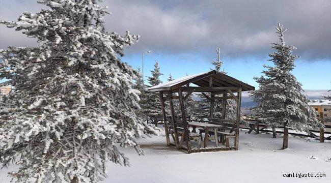 Samsun'da Akdağ Kayak Merkezi'ne mevsimin ilk karı yağdı