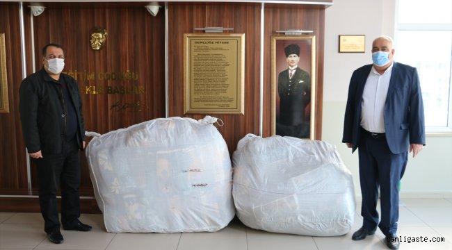 Siirt'te öğrencilerden İzmir'deki depremzedelere battaniye yardımı