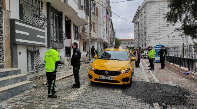 İstanbul Esenyurt'ta feci kaza: Taksinin altında sıkışıp sürüklenen çocuk ağır yaralandı