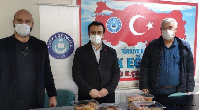 Zonguldak'ta öğretmenler sağlık çalışanlarına pasta börek hazırlayarak destek oldu