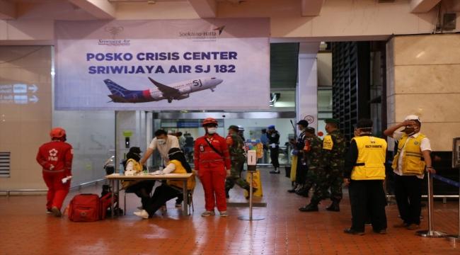 AA, Endonezya'da düşen uçaktaki yolcuların yakınlarıyla görüştü