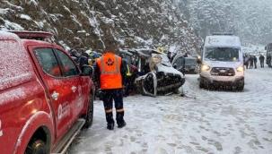 Antalya'da yolcu otobüsüyle hafif ticari araç çarpıştı: 3 ölü, 4 yaralı