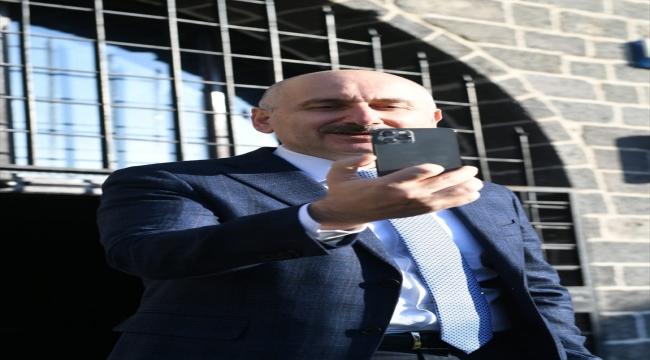 """Bakan Karaismailoglu, """"Uydu Teknolojileri Haftası"""" kapsamında gençlerle bir araya geldi"""