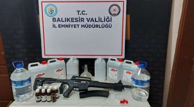 Balıkesir'de sahte içki üretip sattıkları iddia edilen 2 kişi yakalandı