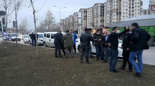 Bursa'da çiviyle lastiği patlatılan otomobilden 1 milyon 600 bin liranın çalındığı iddiası
