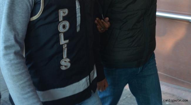 Cinayet zanlısı eski polis, havalimanında sahte pasaportla yakalandı