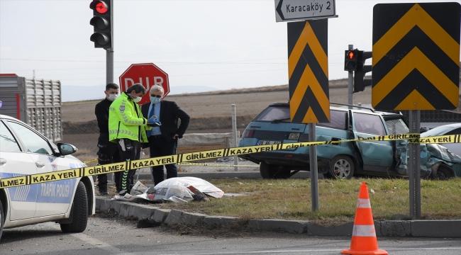 Çorum'da otomobille çarpışan kamyon devrildi: 1 ölü, 2 yaralı