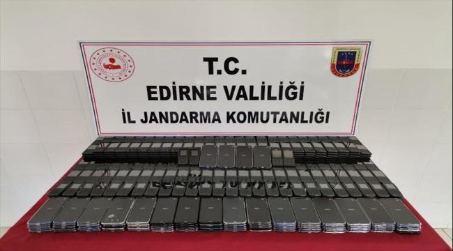 Edirne'de çok sayıda gümrük kaçağı cep telefonuyla sahte parfüm ele geçirildi