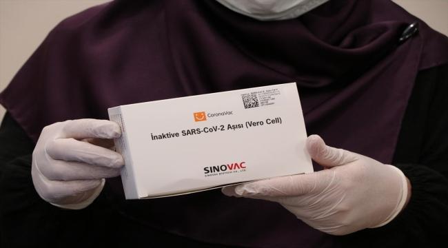 İç Anadolu'da sağlık çalışanlarına Kovid-19 aşısı uygulanmaya başlandı