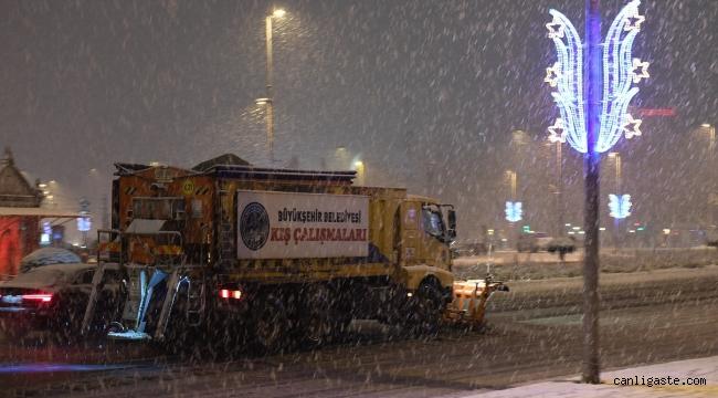 Kayseri Büyükşehir, 16 ilçede gece boyu karla mücadele etti