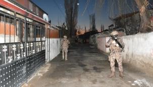 Kayseri'de 34 adrese eş zamanlı operasyonda 18 kişiye gözaltı