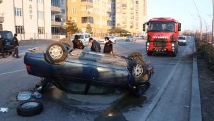 Kayseri'de ağaca çarpıp devrilen otomobildeki 2 kişi yaralandı